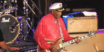 St. Louis: Chuck Berry performs You Never Can Tell