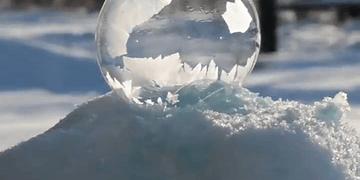 Una burbuja congelándose, simplemente asombroso.