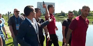 Cristiano Ronaldo lanza el micrófono de un periodista a un lago
