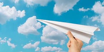 Asombrosa competencia de aviones de papel de Red Bull